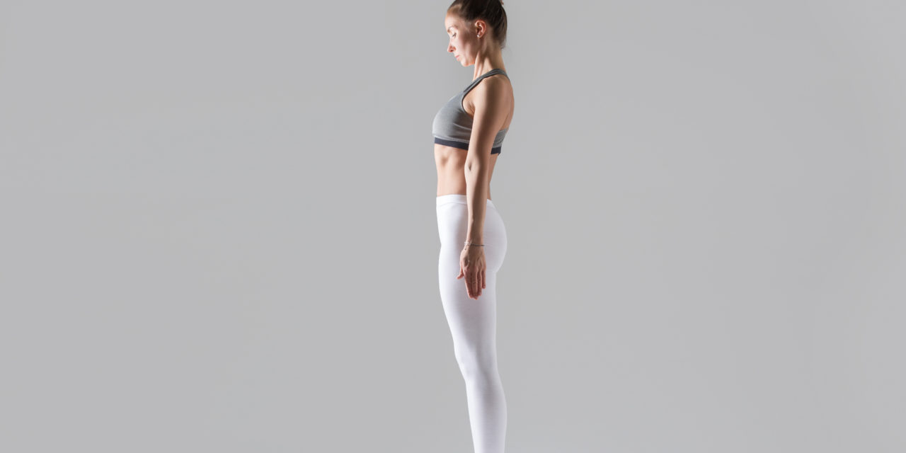 https://www.fisiohouse.it/wp-content/uploads/2021/03/young-woman-mountain-pose-grey-studio-background-1280x640.jpg